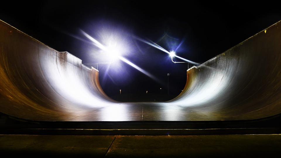 Una rampa per freestyle illuminata